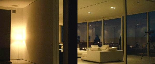 visite la maison contemporaine de martin vanger dans millenium sktv. Black Bedroom Furniture Sets. Home Design Ideas