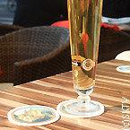 une bière sur une table à Berlin