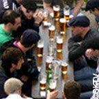 Bière au bord de l'eau à Prague