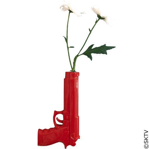 vase pistolet design rouge. Black Bedroom Furniture Sets. Home Design Ideas