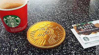 Espresso et médaille en chocolat Starbucks