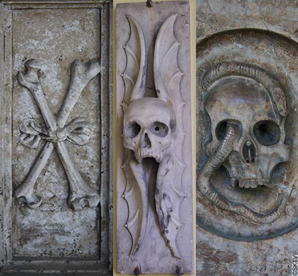 Cimetière St. Sebastian de Salzbourg : os, tête de mort, serpents et vers...