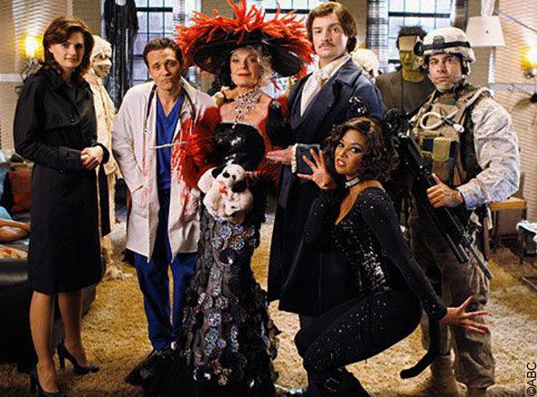 épisode spécial halloween Castle : photo de groupe de tous les déguisements