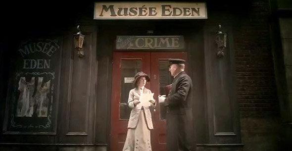 Camille devant l'entrée du Musée Eden