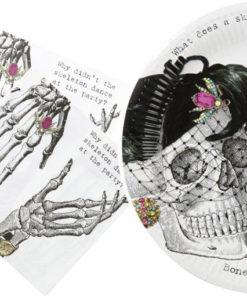 Pour un Halloween vintage, des assiettes en carton et serviettes en papier au décor de squelettes dandy