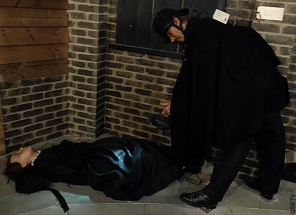 Musée Jack l'Eventreur : découverte du corps de Catherine Eddowes à Mitre Square, figures de cire