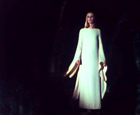La Poupée sanglante : la marquise transformée en fantôme...