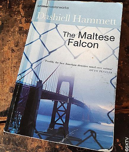 Le Faucon maltais : couverture de l'édition anglaise