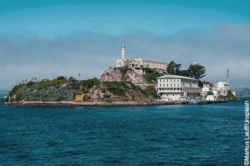 Vue de l'île d'Alcatraz depuis le ferry