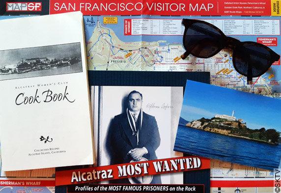 Recettes d'Alcatraz : le fascicule au milieu de souvenirs d'Alcatraz