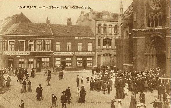Les Amateurs d'Art du Tiilleul : carte postale ancienne montrant le parvis de l'Eglise Sainte-Elisabeth