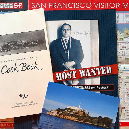 Recettes Alcatraz : composite livre de recettes, carte postale Alcatraz et portrait d'Al Capone