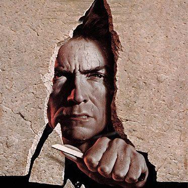 L'Évadé d'Alcatraz . affiche du film avec Clint Eastwood apparaissant dans la faille d'un mur