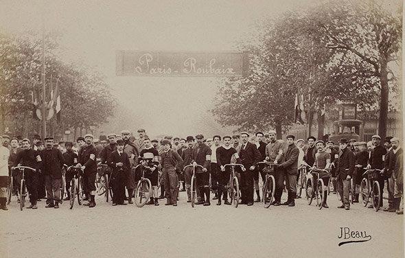 Les Rouleurs de Barbieux : photo du départ du 2ème Paris-Roubaix en 1896