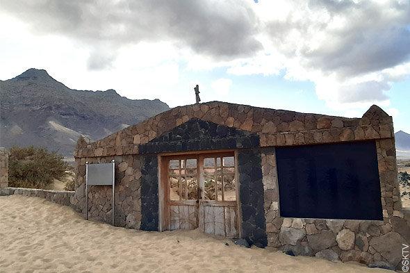 Cimetière marin de Cofete : l'entrée et le mur de façade