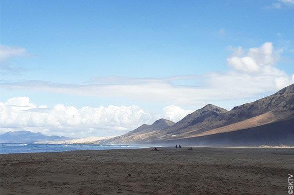Cimetière marin de Cofete : vue de l'immense plage de 12 km