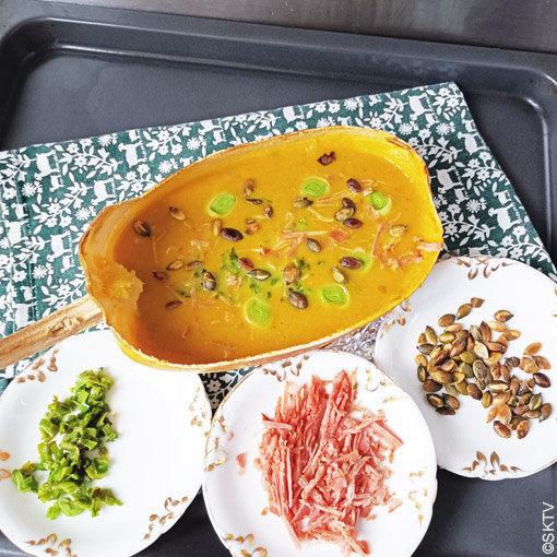 Soupe courge spahetti : la peau épaisse de la courge peut servir de soupière lorsqu'elle est cuite au four...